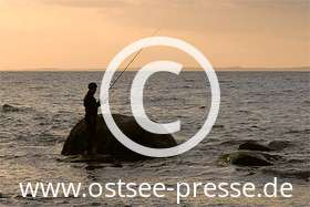 Ostsee Pressebild: Brandungsangeln an der Ostsee