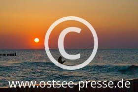 Ostsee Pressebild: Angler im Sonnenuntergang