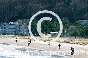 Ostsee Pressebild: Strandspaziergang an der Ostsee