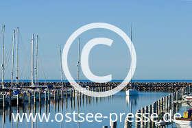 Ostsee Pressebild: Segelboot im Yachthafen