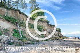 Ostsee Pressebild: Herbstlicher Strandspaziergang an der Steilküste