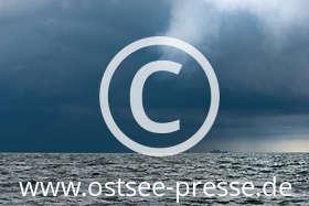 Ostsee Pressebild: Dunkle Wolken über der Ostsee